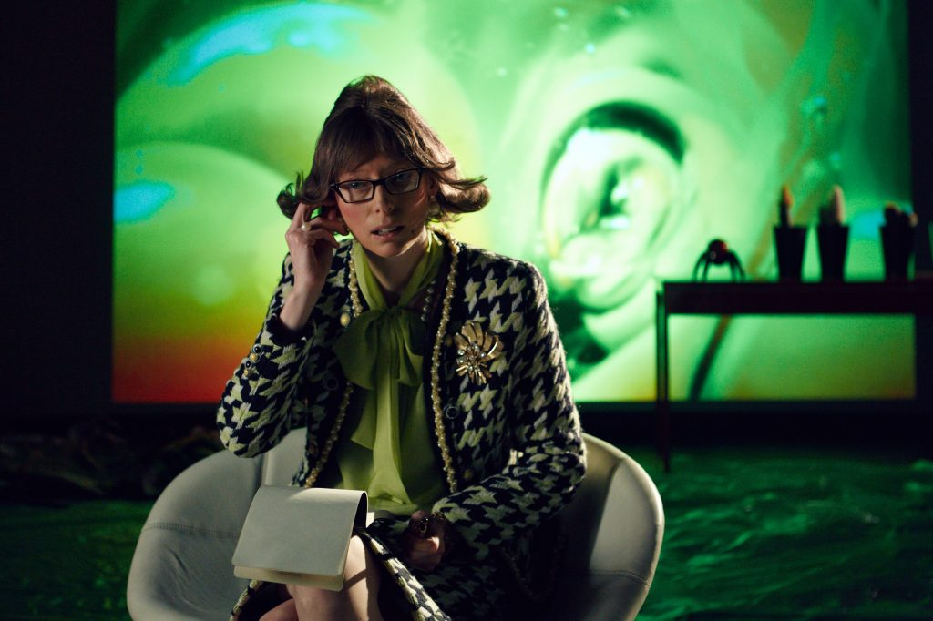 Tilda Swinton als Skype-Therapeutin Dr. Shrink-Rom - © Concorde Filmverleih