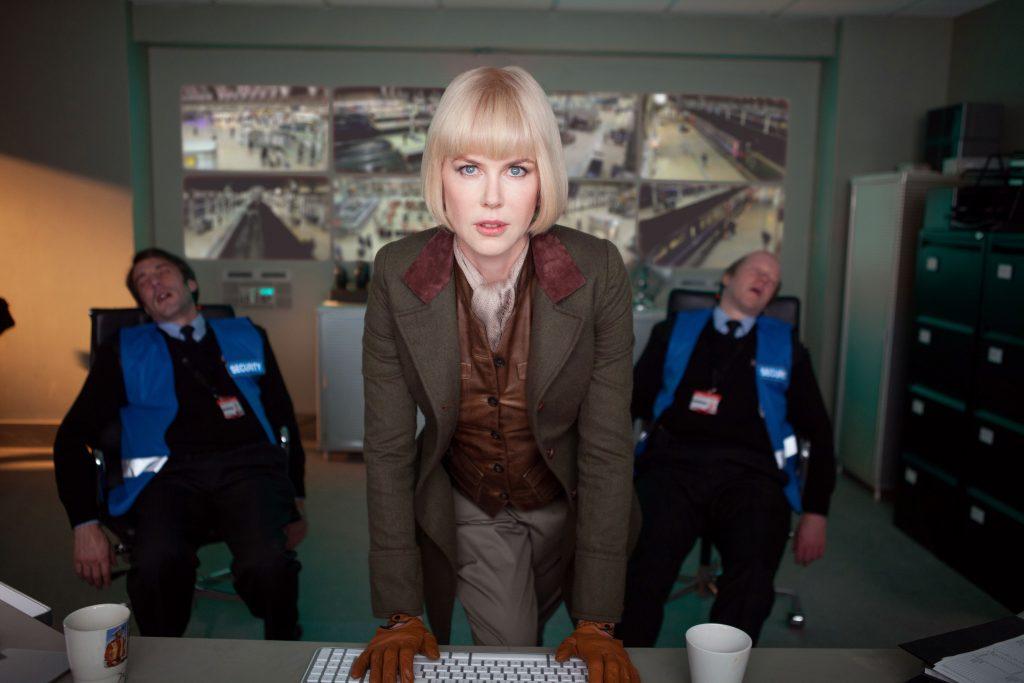 Szenenbild aus PADDINGTON - Die finstere Tierpräparatorin Millicent (Nicole Kidman) hat es auf Paddington abgesehen. - © Studiocanal