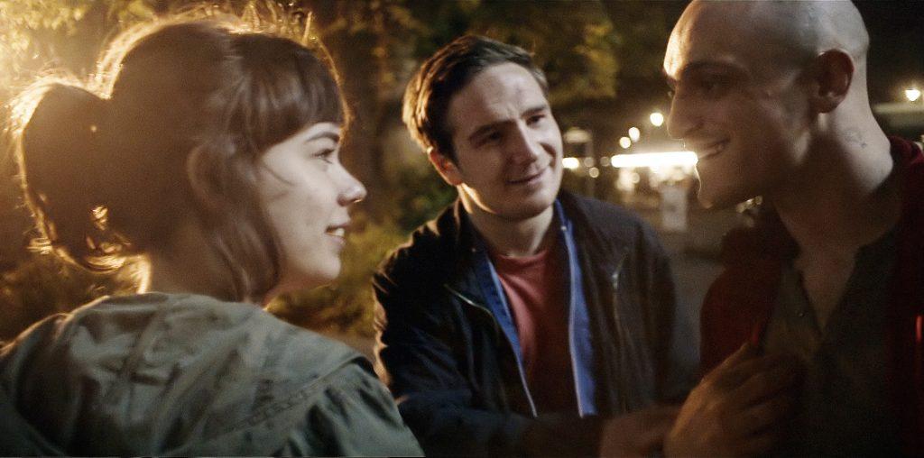 Victoria (Laia Costa) lernt die Jungs kennen - © Senator