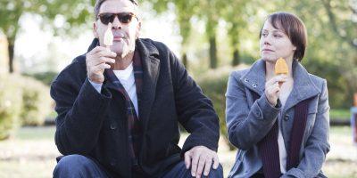 Szenenbild aus LERCHENBERG - 2. Staffel - Sascha (Sascha Hehn) und Billie (Eva Löbau) - © ZDF/Christopher Aoun