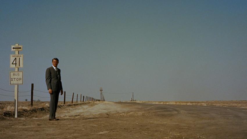 Szenenbild aus NORTH BY NORTHWEST - Roger (Cary Grant) sucht George Kaplan auch im Nirgendwo - © Warner Bros. Ent.
