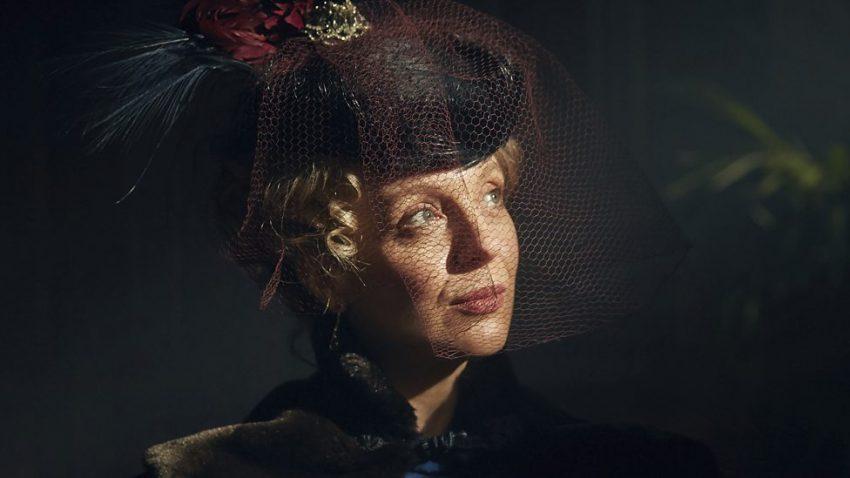Szenenbild aus SHERLOCK: THE ABOMINABLE BRIDE - Mary Watson (Amanda Abbington) - © BBC