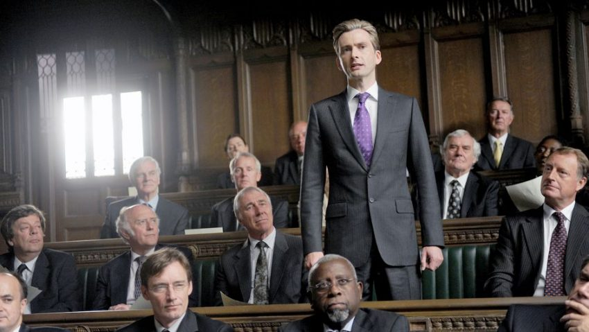 Szenenbild aus THE POLITICIAN'S HUSBAND - Aidan Hoynes (David Tennant) im Parlament - © Daybreak Pictures