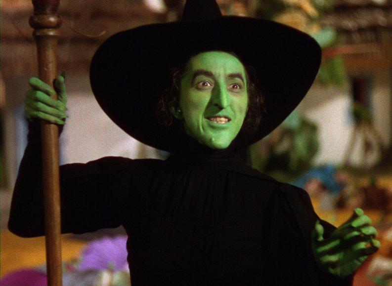 So muss eine böse Hexe aussehen: Margaret Hamilton - © Warner Home Entertainment