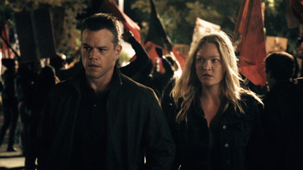 Filmstill aus JASON BOURNE - Jason (Matt Damon) und Nicky (Julia Stiles) in Athen - © Universal Pictures
