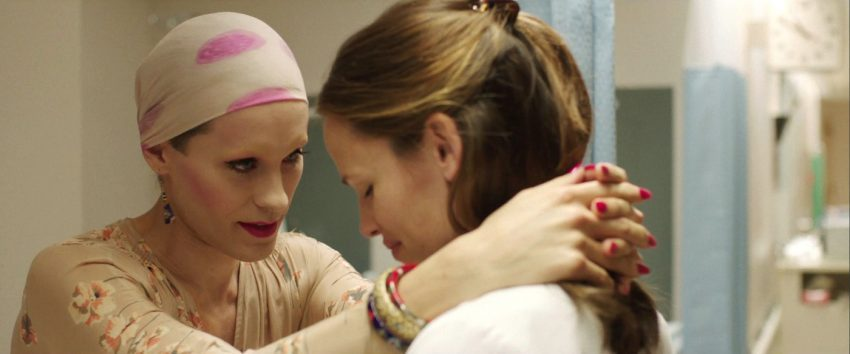 Szenenbild aus DALLAS BUYERS CLUB - Rayon (Jared Leto) und Dr. Eve Saks (Jennifer Gardner) - © Ascot Elite