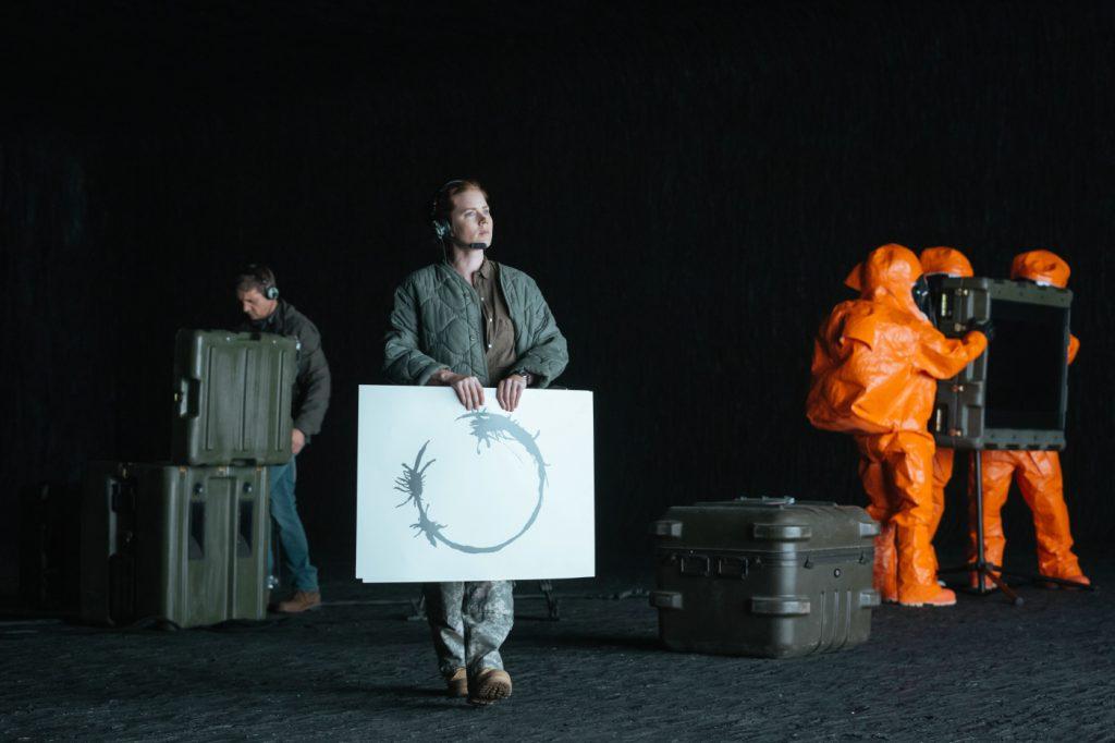 Louise Banks (Amy Adams) versucht Kontakt mit den Aliens aufzunehmen - © Sony Pictures