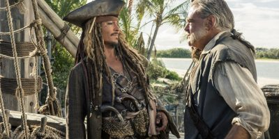 Filmstill aus FLUCH DER KARIBIK 5 - SALAZAR'S RACHE - Jack Sparrow (Johnny Depp) und Gibbs (Kevin McNally) - © Disney Deutschland