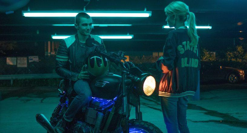 Filmstill aus NERVE (2016) von Henry Joost und Ariel Schulman - Ian (Dave Franco) auf dem Motorrad und Vee (Emma Roberts) - © Studiocanal Germany