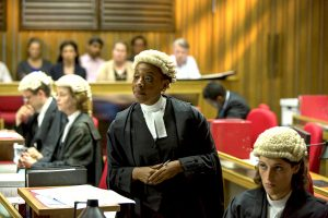 William ANDREWS (Ben Haywood), Charlotte RAMPLING (Jocelyn Knight QC), Marianne JEAN-BAPTISTE (Sharon Bishop QC) - © ITV