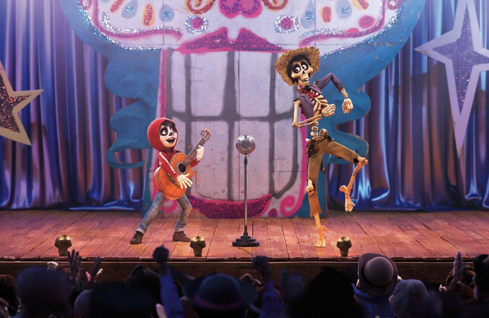 COCO - UN POCO LOCO – Miguel (Stimme von Anthony Gonzalez) und Héctor (Stimme von Gael García Bernal)- ©2017 Disney•Pixar. All Rights Reserved.
