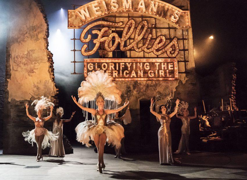 Still aus FOLLIES (2017) - National Theatre Live - Credit Johan Persson