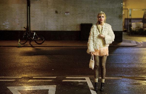 Szenenbild aus A LONG WAY DOWN (2014) - Jess (Imogen Poots) - © Universum