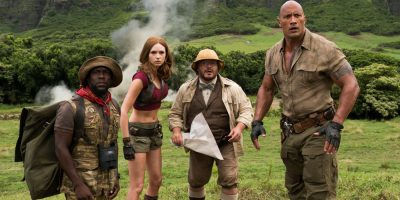 Szenenbild aus JUMANJI: WELCOME TO THE JUNGLE (2017) - Moose Finbar (Kevin Hart), Ruby Roundhouse (Karen Gillan), Shelly Oberon (Jack Black) und Dr. Smolder Bravestone (Dwayne Johnson) - © Sony Pictures Germany