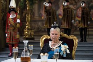 Szenenbild aus VICTORIA & ABDUL (2017) - Königin Victoria (Judi Dench) ist deprimiert - © Universal Pictures