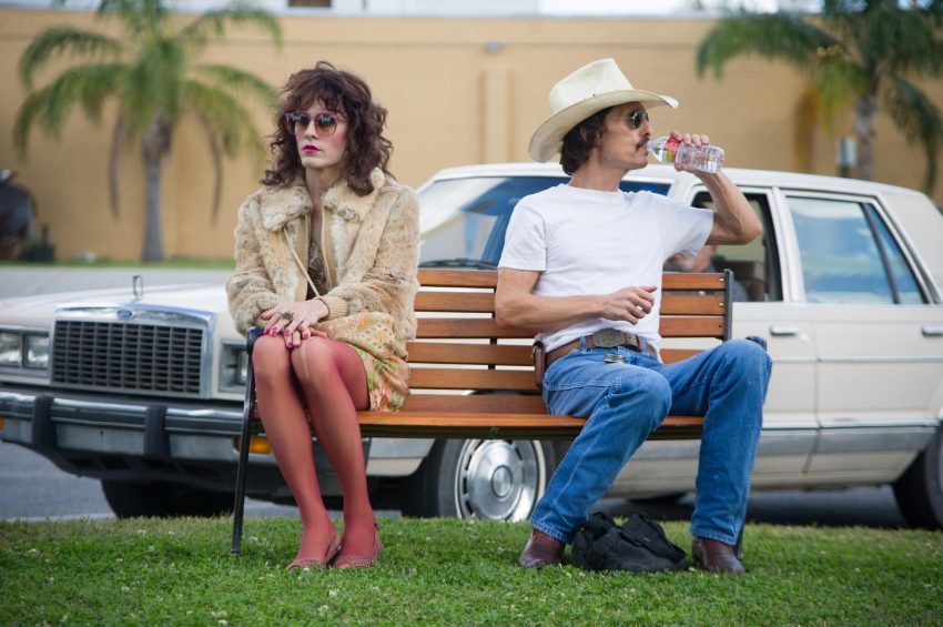 Szenenbild aus DALLAS BUYERS CLUB - Rayon (Jared Leto) und Ron Woodroof (Matthew McConaughey) - © Ascot Elite