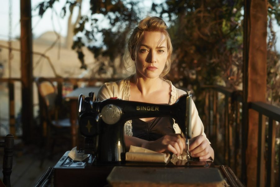 Filmstill aus THE DRESSMAKER (2015) - Tilly (Kate Winslet) an der Nähmaschine - © Ascot Elite Home Entertainment