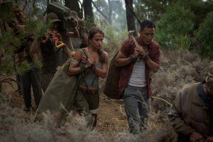 Szenenbild aus TOMB RAIDER (2018) - Lara (Alicia Vikander) und Lu Ren (Daniel Wu) - © 2018 Warner Bros. Entertainment Inc.