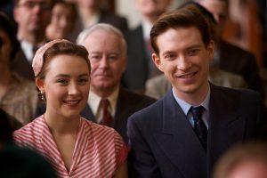 Szenenbild aus BROOKLYN (2015) - Eilis (Saoirse Ronan) und Jim (Domhnall Gleeson) lachen - © 20th Century Fox