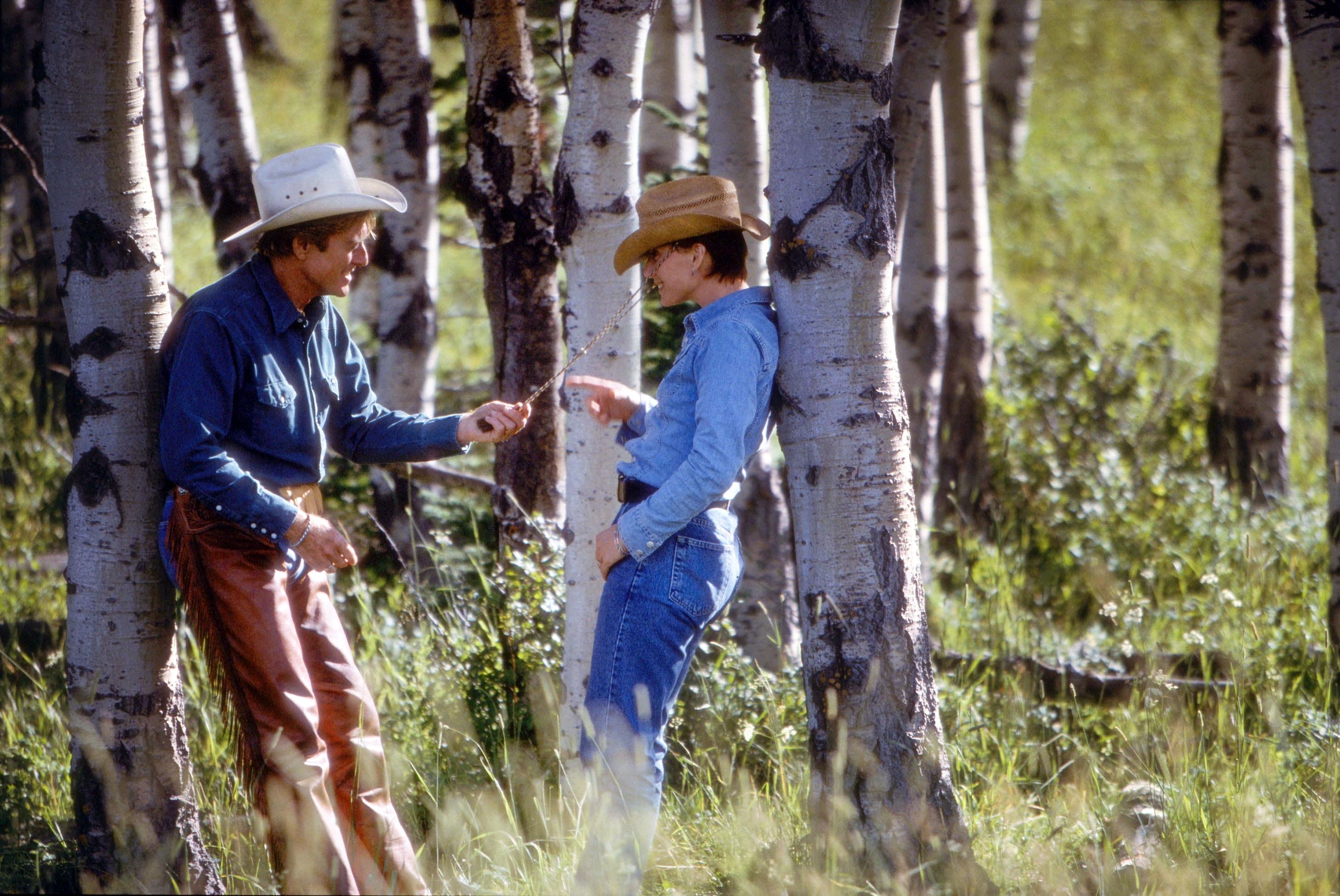 Szenenbild aus THE HORSE WHISPERER - DER PFERDEFLÜSTERER - Tom (Robert Redford) und Annie (Kristin Scott Thomas) kommen sich näher. - © Disney