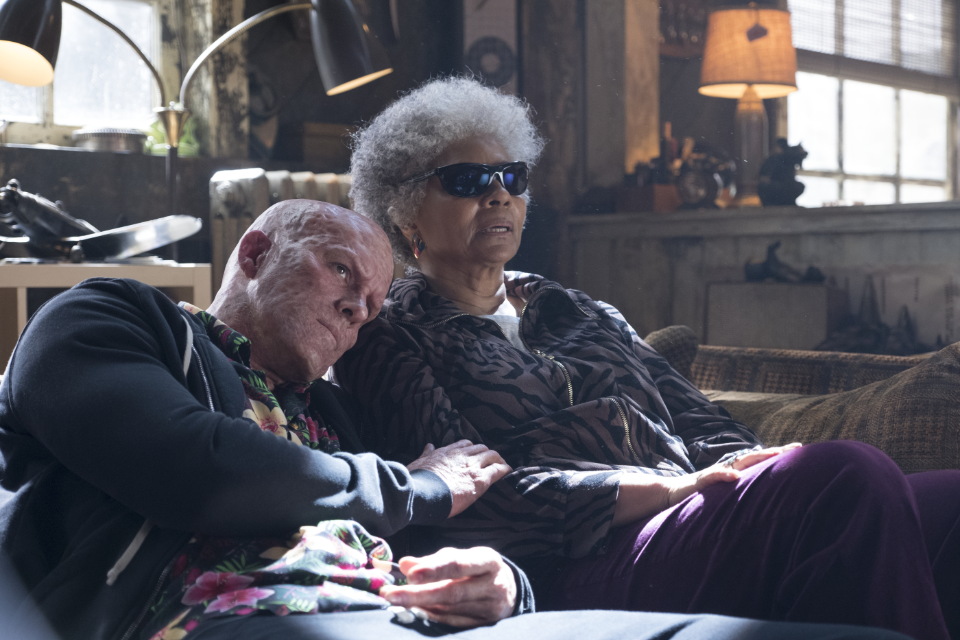 Szenenbild aus DEADPOOL 2 (2018) - Deadpool (Ryan Reynolds) und Blind Al (Leslie Uggams) - © 20th Century Fox