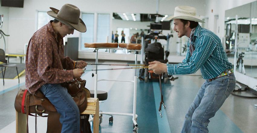 Szenenbild aus THE RIDER (2017) - Lane (Lane Scott) und Brady (Brady Jandreau) - © Weltkino