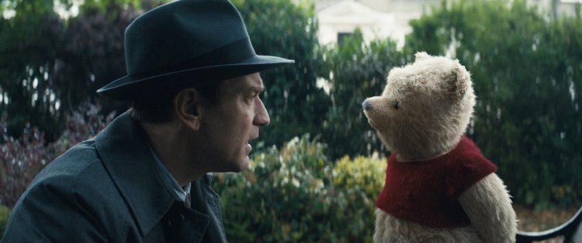 Szenenbild aus CHRISTOPHER ROBIN (2018) - Christopher Robin (Ewan McGregor) trifft nach vielen Jahren Winnie Puuh wieder. - © Disney