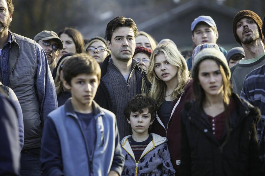 Szenenbild aus THE 5th WAVE - DIE FUENFTE WELLE - Cassie (Chloë Grace Moretz) und ihre Familie - © Sony Pictures Home