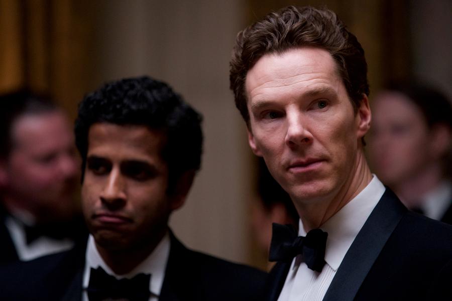 Szenenbild aus PATRICK MELROSE - Johnny (Prasanna Puwanarajah) und Patrick (Benedict Cumberbatch) - © Sky