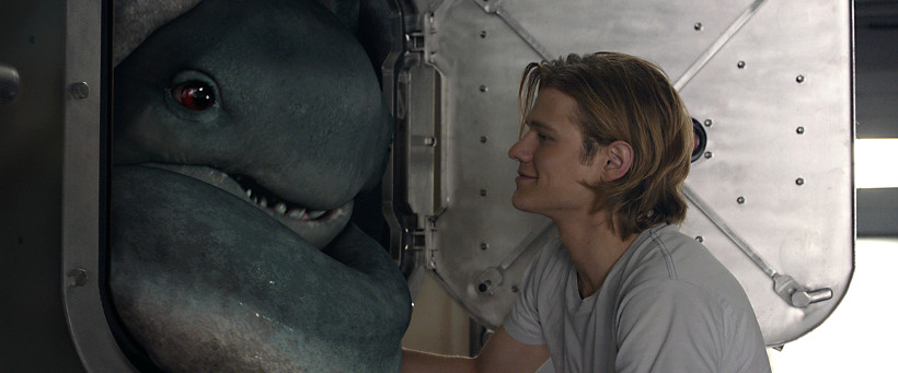 Szenenbild aus MONSTER TRUCKS (2016) - Creech und Tripp (Lucas Hill) - © Paramount Pictures