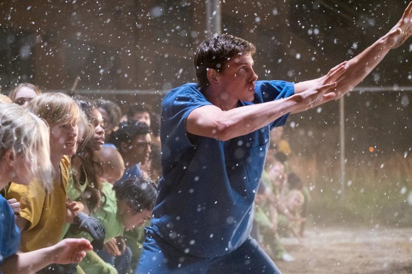 Szenenbild aus THE DARKEST MINDS - DIE ÜBERLEBENDEN (2018) - Liam (Harris Dickinson) versucht die anderen Kinder zu beschützen. - © 20th Century Fox