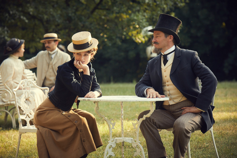Szenenbild aus COLETTE (2018) - Colette (Keira Knightley) und ihr Man Willy (Dominic West) - © DCM