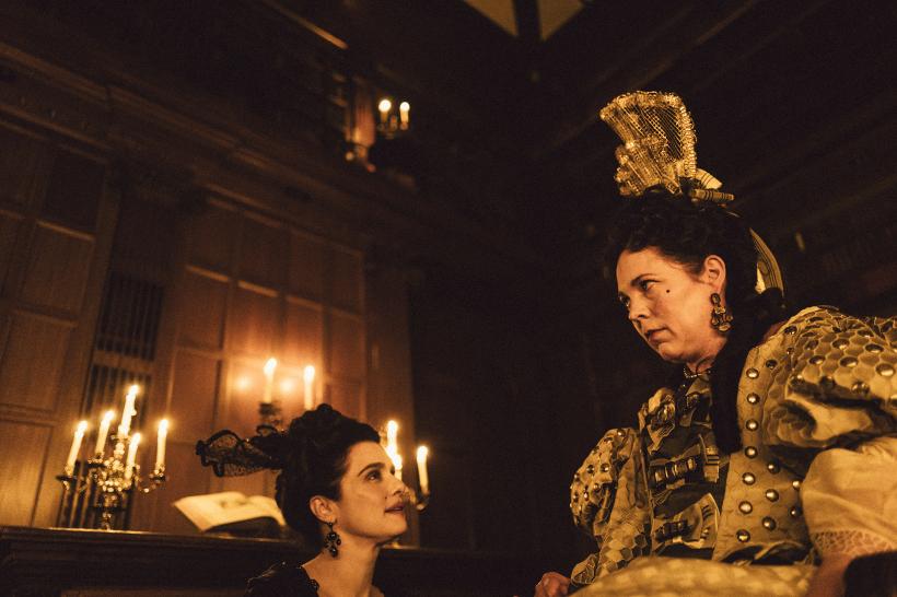 Szenenbild aus THE FAVORITE - Lady Sarah (Rachel Weisz) ist die rechte Hand von Königin Anne (Olivia Colman). - © 20th Century Fox