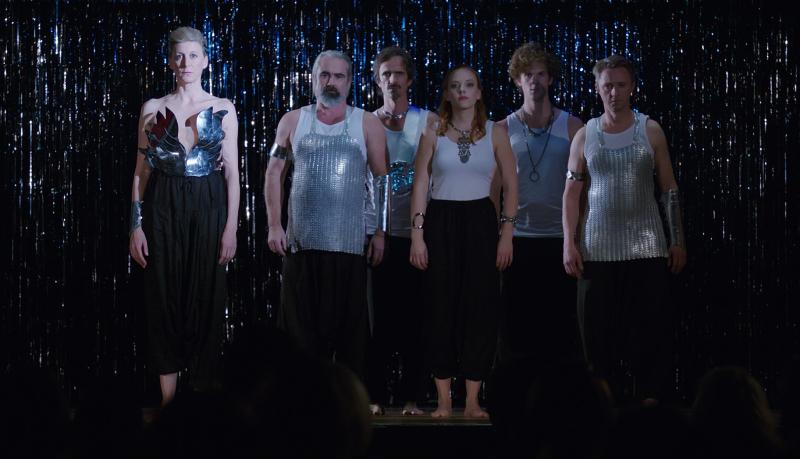 Szenenbild aus ALL I NEVER WANTED - Mareile (Mareile Blendl) und ihre Theatergruppe - © Filmfest München
