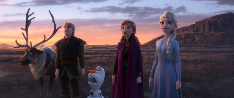"""Szenenbild aus FROZEN 2 - In Walt Disney Animation Studios' """"Frozen 2, Elsa, Anna, Kristoff, Olaf and Sven journey far beyond the gates of Arendelle in search of answers. Featuring the voices of Idina Menzel, Kristen Bell, Jonathan Groff and Josh Gad, """"Frozen 2"""" opens in U.S. theaters November 22. © 2019 Disney. All Rights Reserved."""